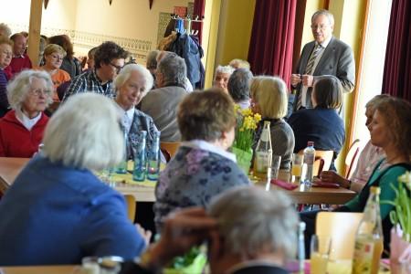 Holger Kahlbohm, Aufsichtsratsvorsitzender der AWO Stiftung, betont die gesellschaftliche Relevanz des Engagements gegen Armut und Einsamkeit im Alter.