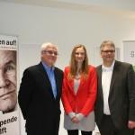 Bei der Eröffnung dabei waren auch AWO-Stiftungsvorsitzender Claus Gotha, Dorothee Martin von der GAGFAH Nord, die die Aktion fördert sowie Wandsbeks Bezirksamtsleiter Thomas Ritzenhoff.