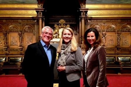 Vorstandsvorsitzender der AWO Stiftung Claus Gotha, Senatorin Jana Schiedek und Fundraiserin  Christina von Rumohr