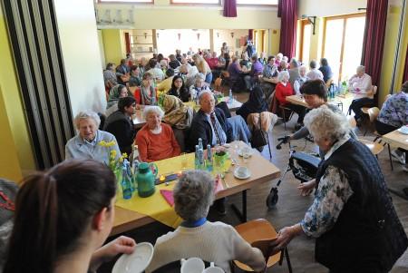 Im großen Saal des Bürgerhauses Lenzsiedlung kamen Seniorinnen und Senioren aus den Stadtteilen Eimsbüttel, Stellingen und Lokstedt zusammen.
